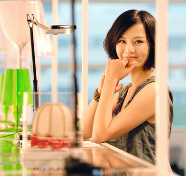 刘孜/现在的刘孜,涉足专业家居设计之外,还热衷在家里做点小DIY,为...