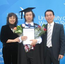 陈志雄夫妇与儿子