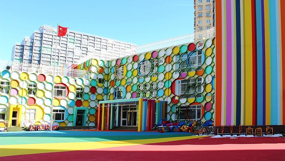 北京丽景幼儿园(外立面改造):本案最重要的任务是给予原先老旧建筑的