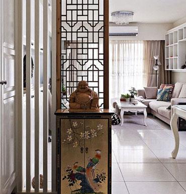 玻璃,铁艺等材料的格栅屏作隔断,既有营造玄关艺术美感,又能产生通透