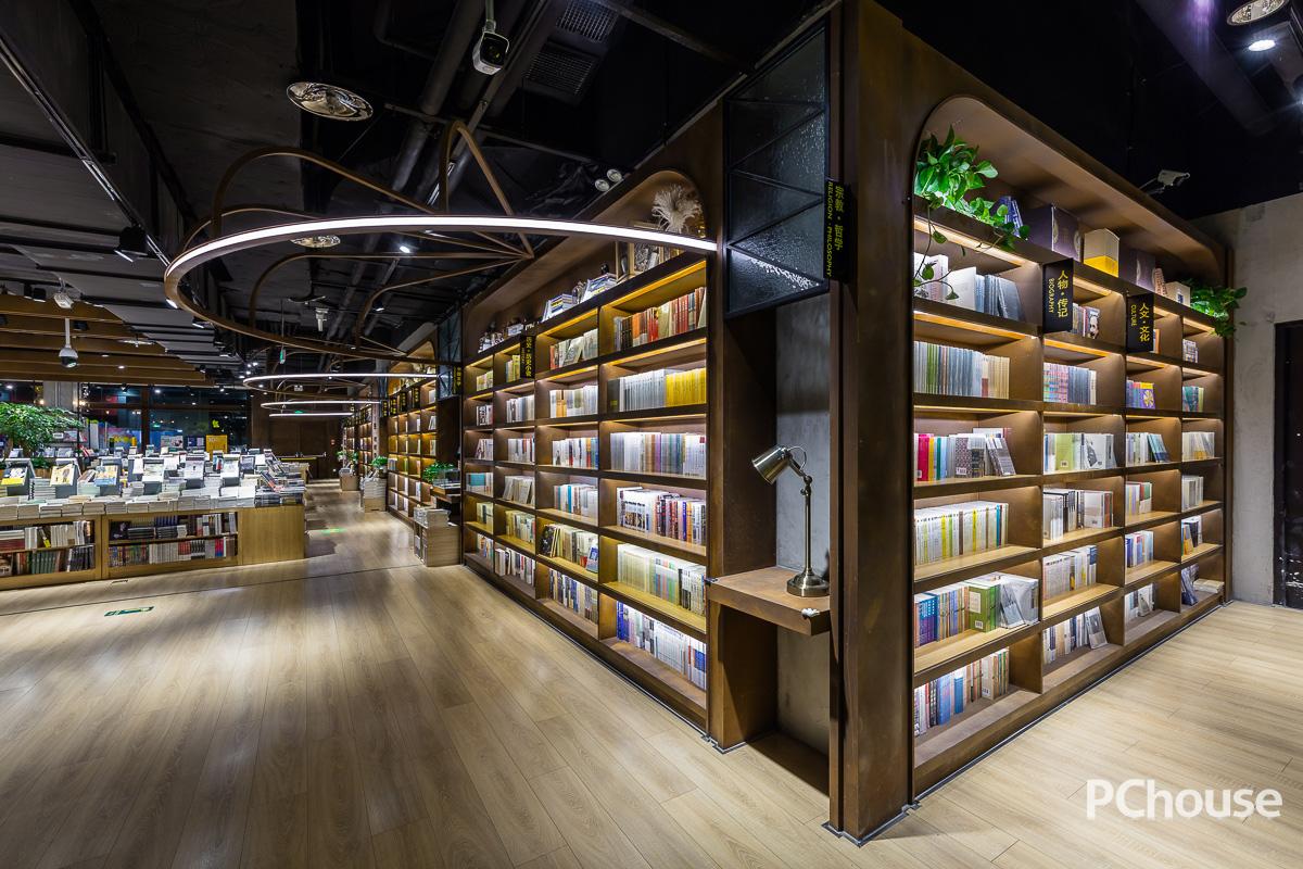 设计榜样 | 雾霭下的星空书店 言几又北京荟聚店设计图片